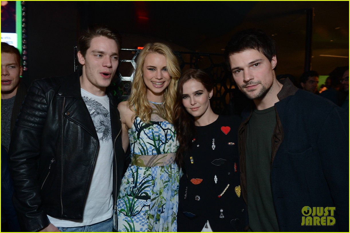 zoey deutch iggy azelea vampire academy party 043047375