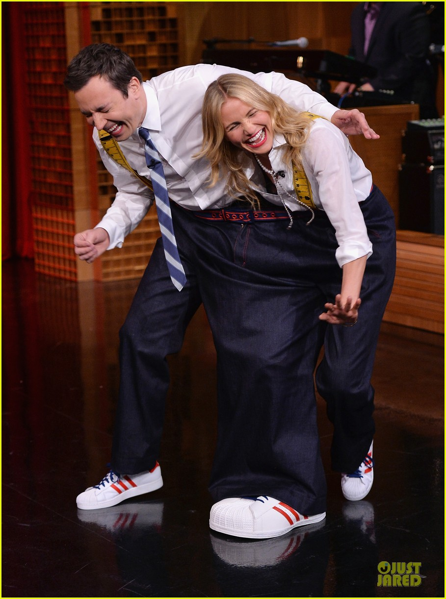 cameron diaz jimmy fallon share huge pants for tonight show dance 053062554