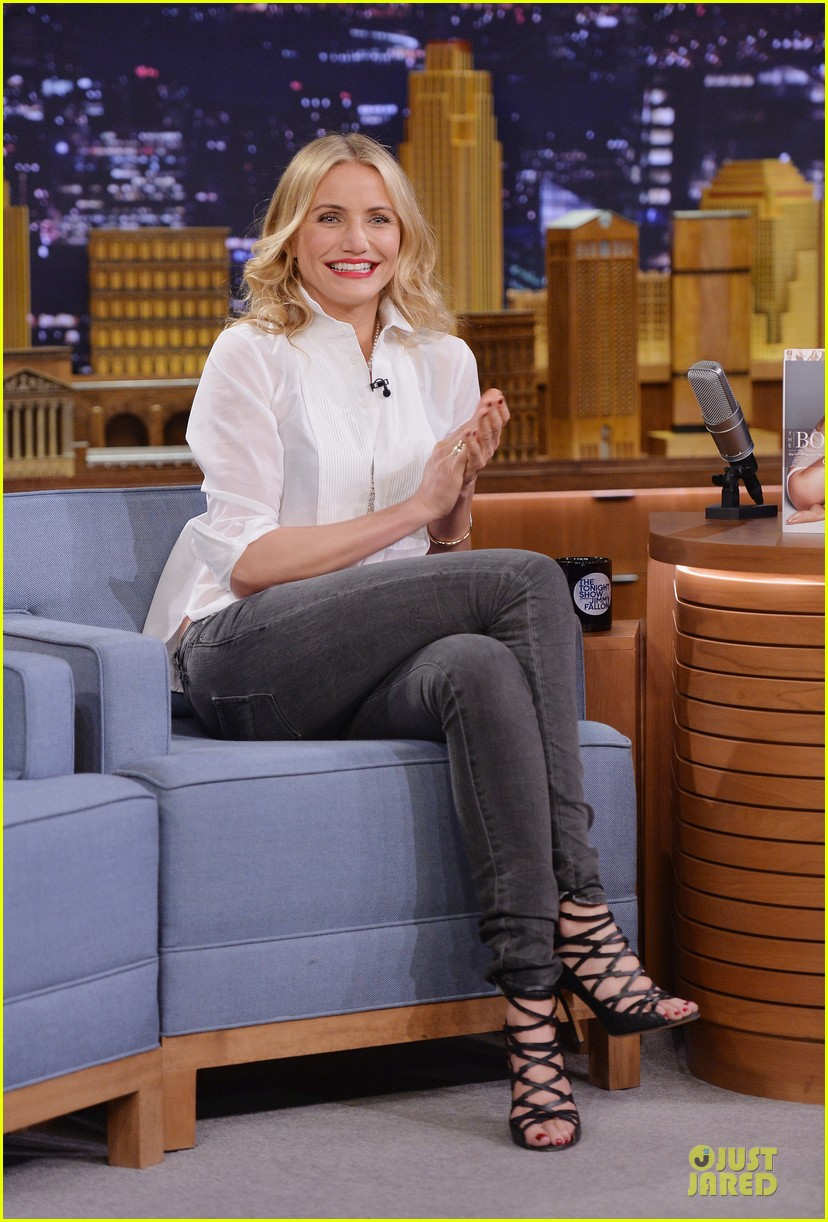 cameron diaz jimmy fallon share huge pants for tonight show dance 103062559