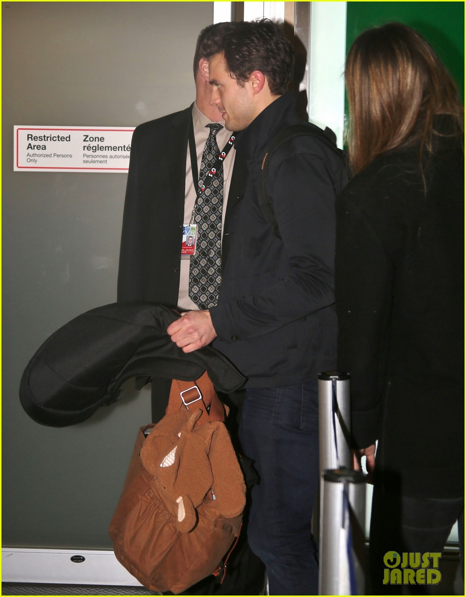 jamie dornan leaves vancouver with his wife daughter 033058855