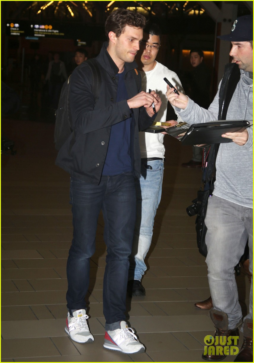 jamie dornan leaves vancouver with his wife daughter 063058858