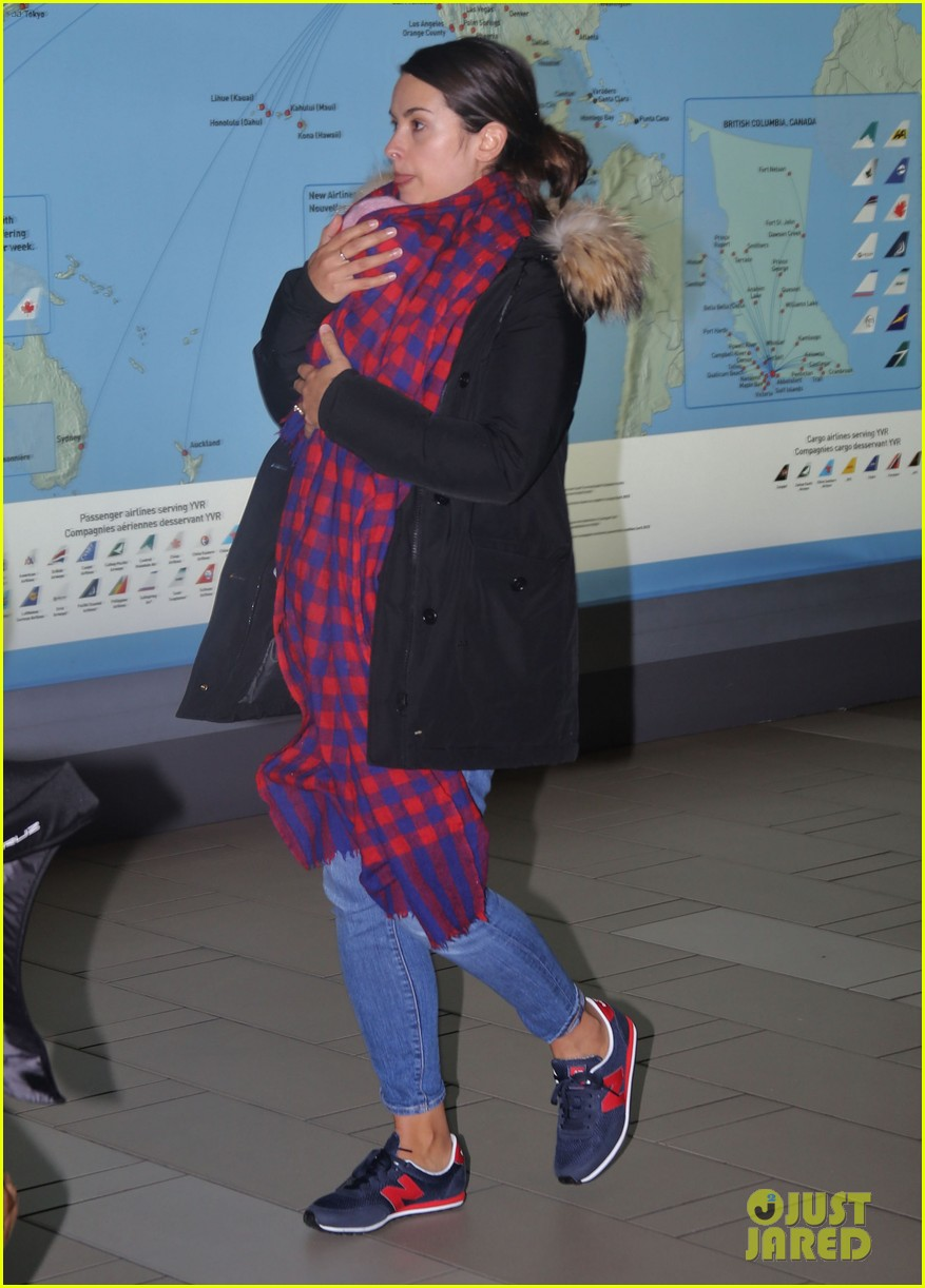 jamie dornan leaves vancouver with his wife daughter 133058865