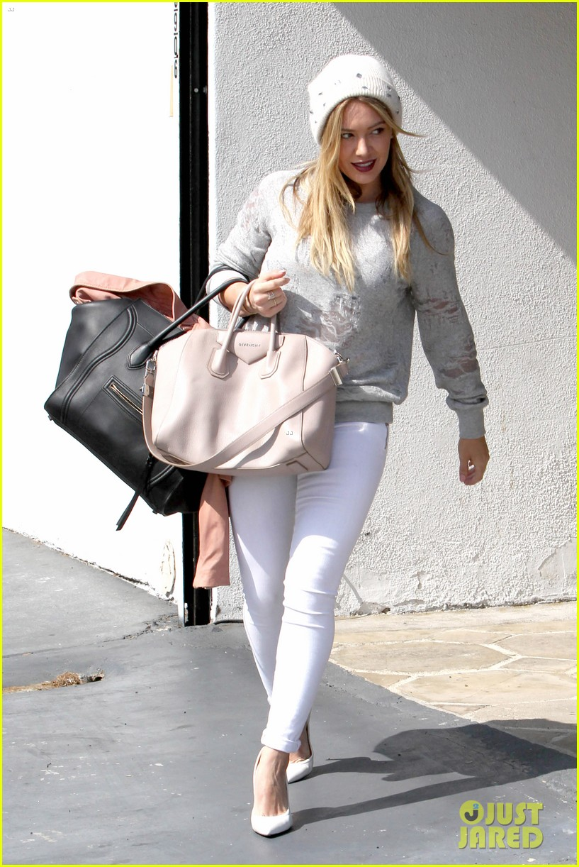 hilary duff beverly hills shopper with son luca 013057878