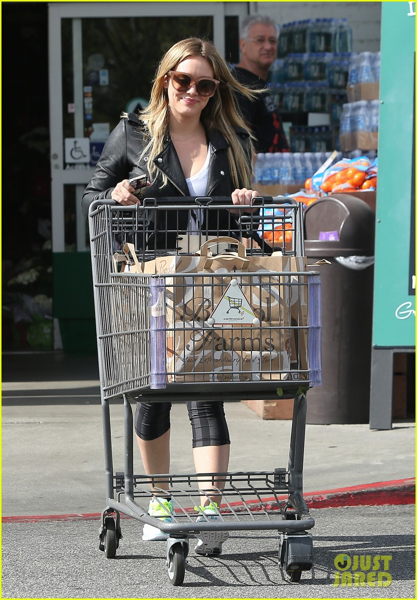 hilary duff beverly hills shopper with son luca 033057880