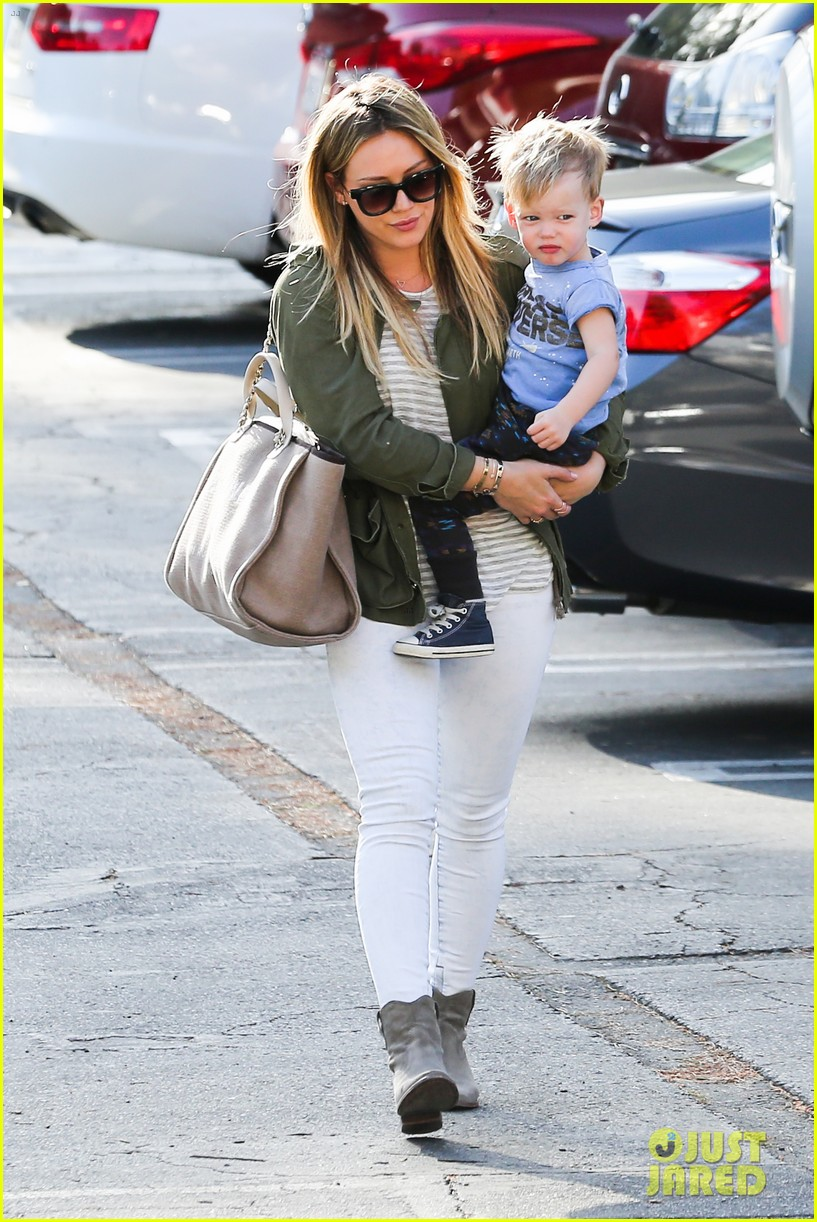 hilary duff beverly hills shopper with son luca 073057884