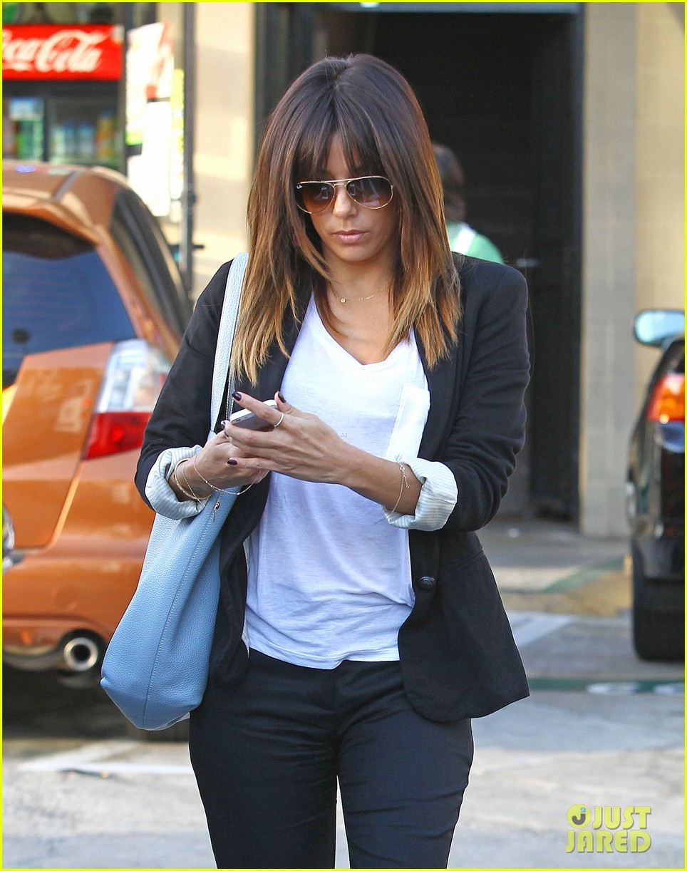 eva longoria brings her new hairdo to mani pedi appointment 023056240