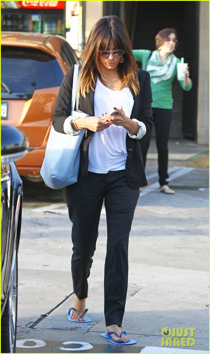 eva longoria brings her new hairdo to mani pedi appointment 083056246