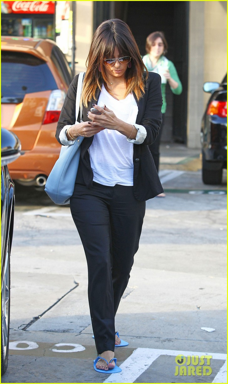 eva longoria brings her new hairdo to mani pedi appointment 093056247