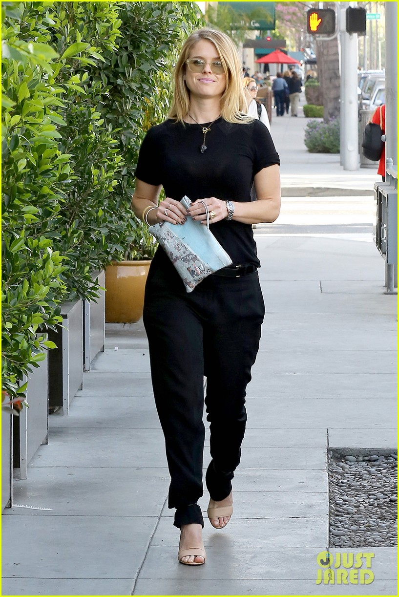 alice eve hugs her mystery male goodbye after lunch 053057918