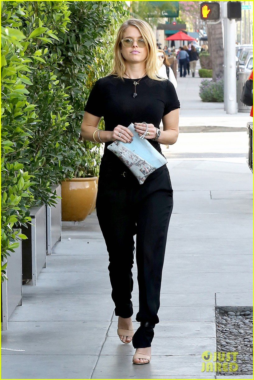 alice eve hugs her mystery male goodbye after lunch 153057928