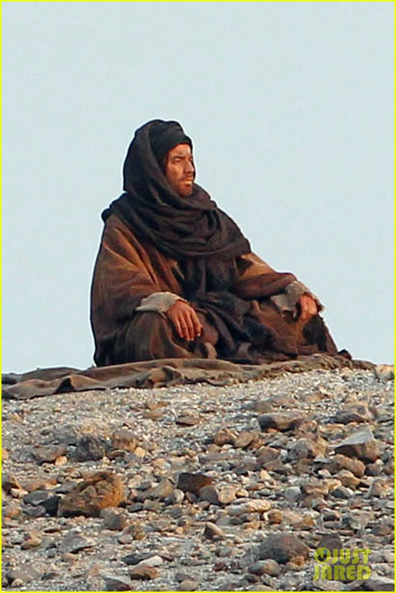 ewan mcgregor last days in the desert first on set pics 013049071