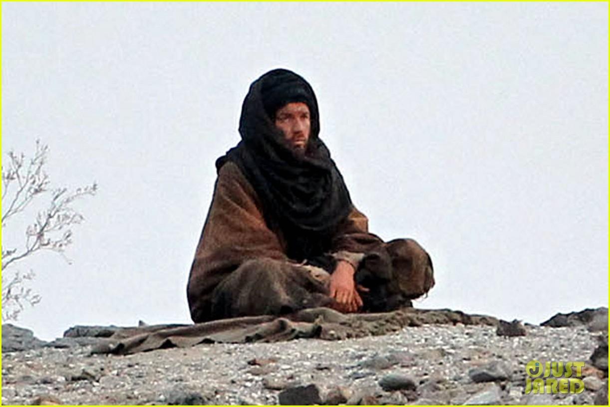 ewan mcgregor last days in the desert first on set pics 033049073