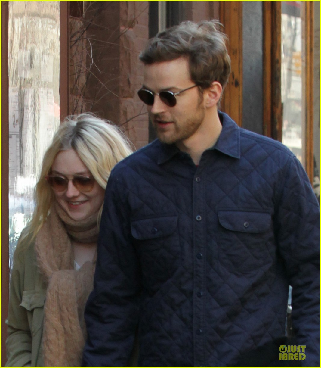 dakota fanning jamie strachan romantic soho stroll before her 20th birthday 023059143