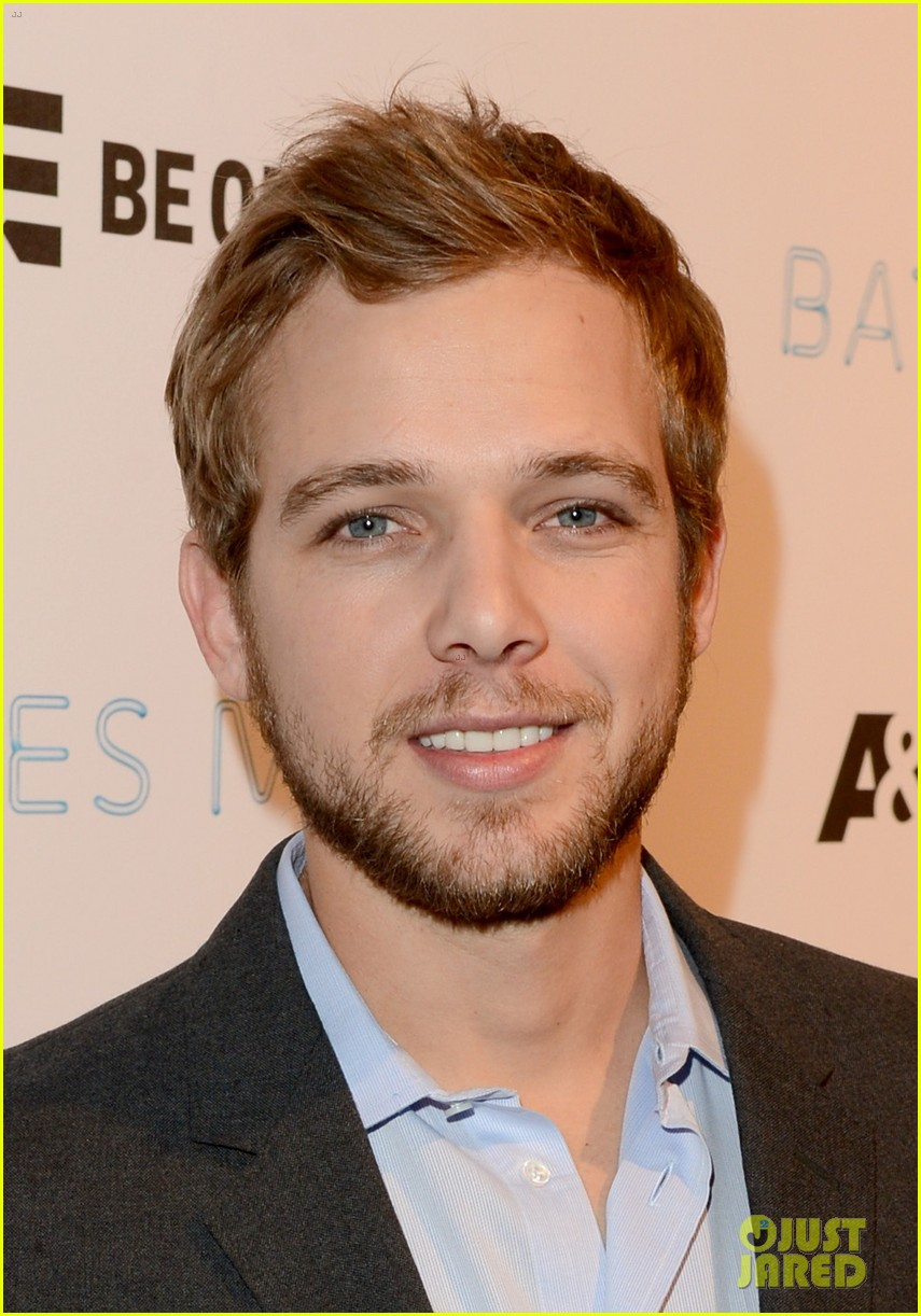 vera farmiga max thieriot celebrate bates motel season 2 093061362