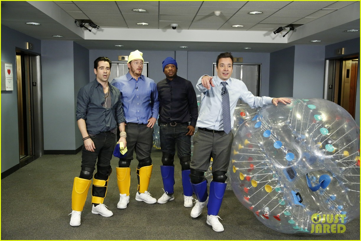 colin farrell chris pratt play bubble soccer on jimmy fallon 03