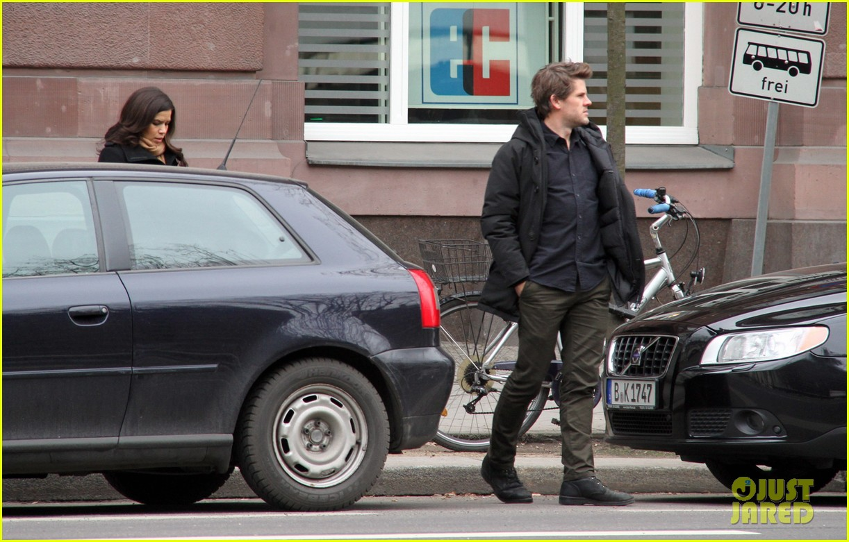 america ferrera goes sightseeing in berlin with her husband 083053262