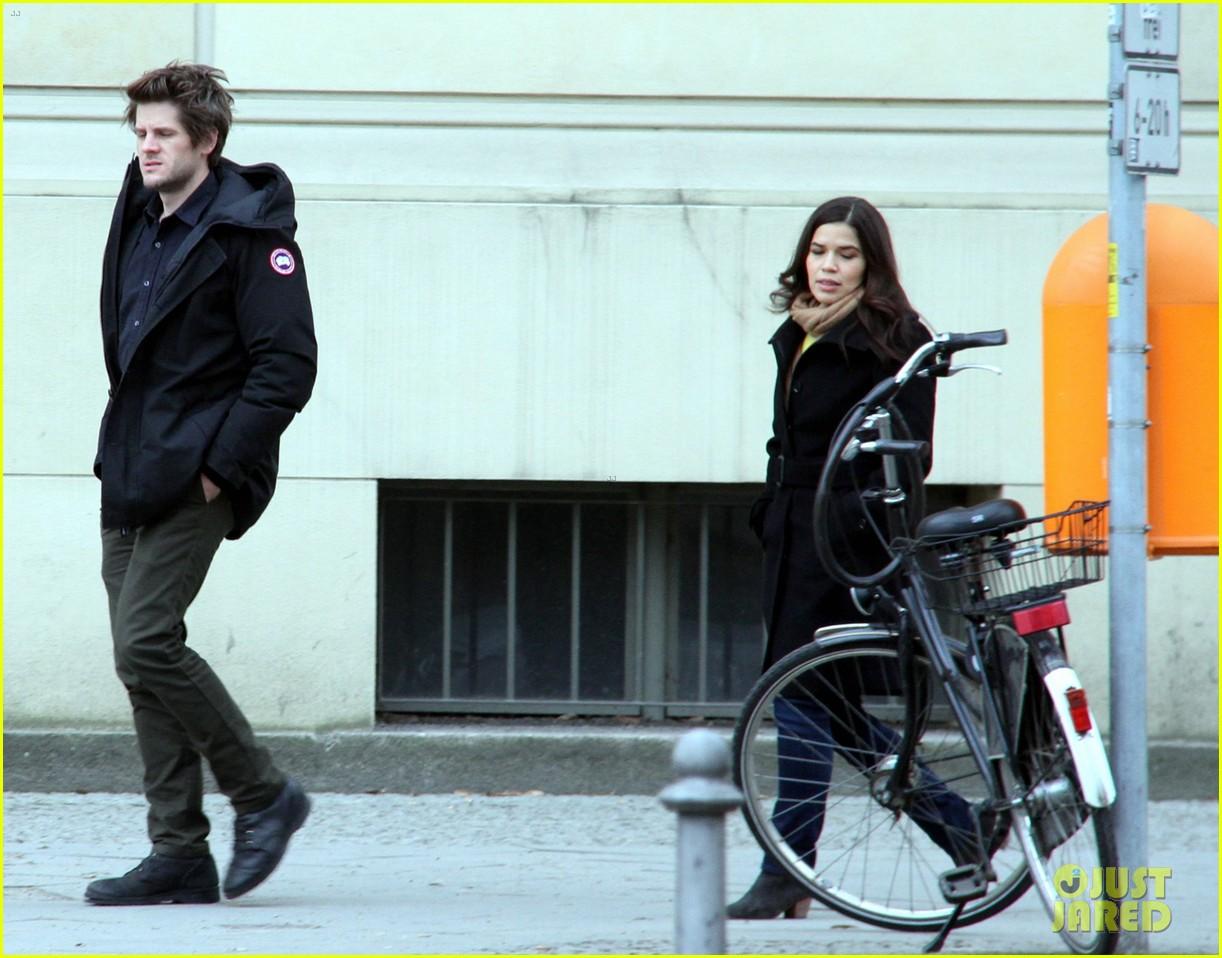 america ferrera goes sightseeing in berlin with her husband 153053269