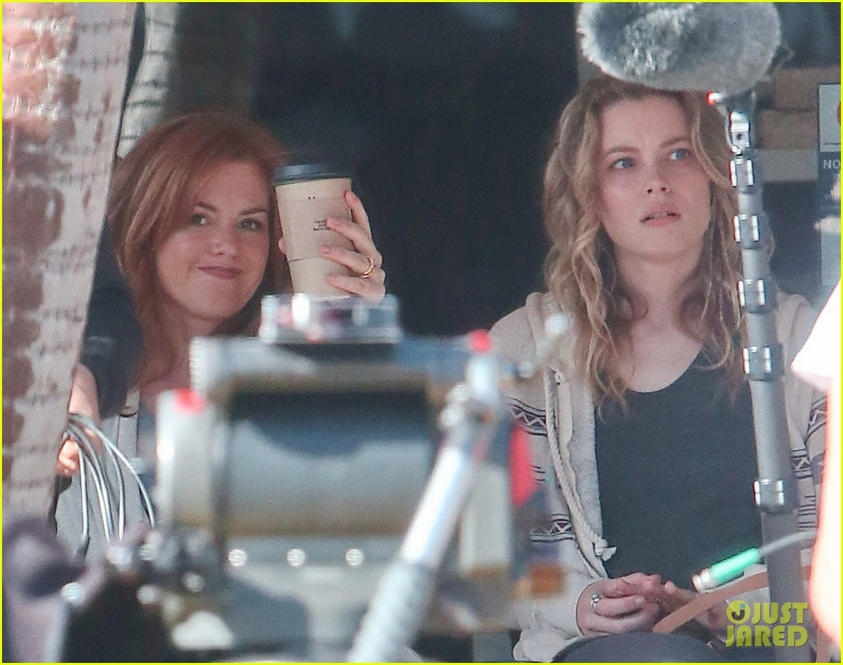 isla fisher gillian jacobs start work on horror flick visions 073052695