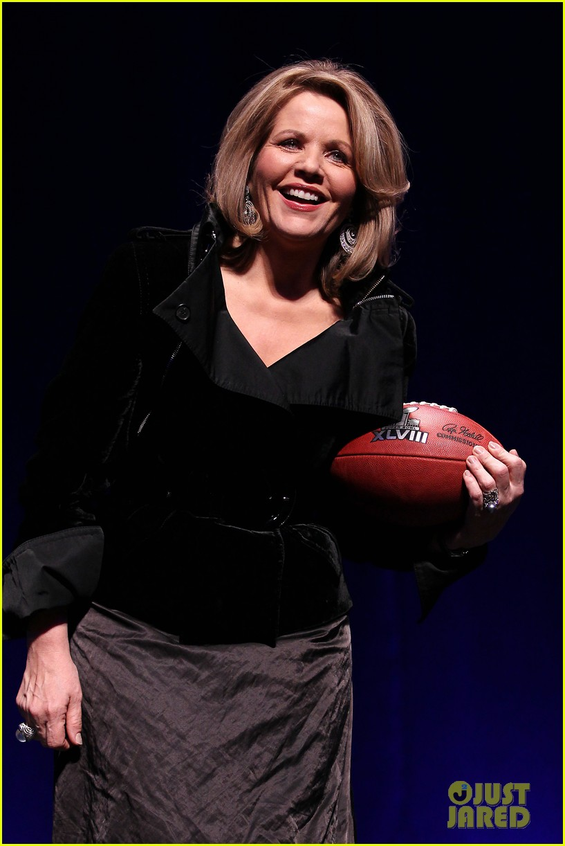 who is renee fleming meet super bowls national anthem singer 05