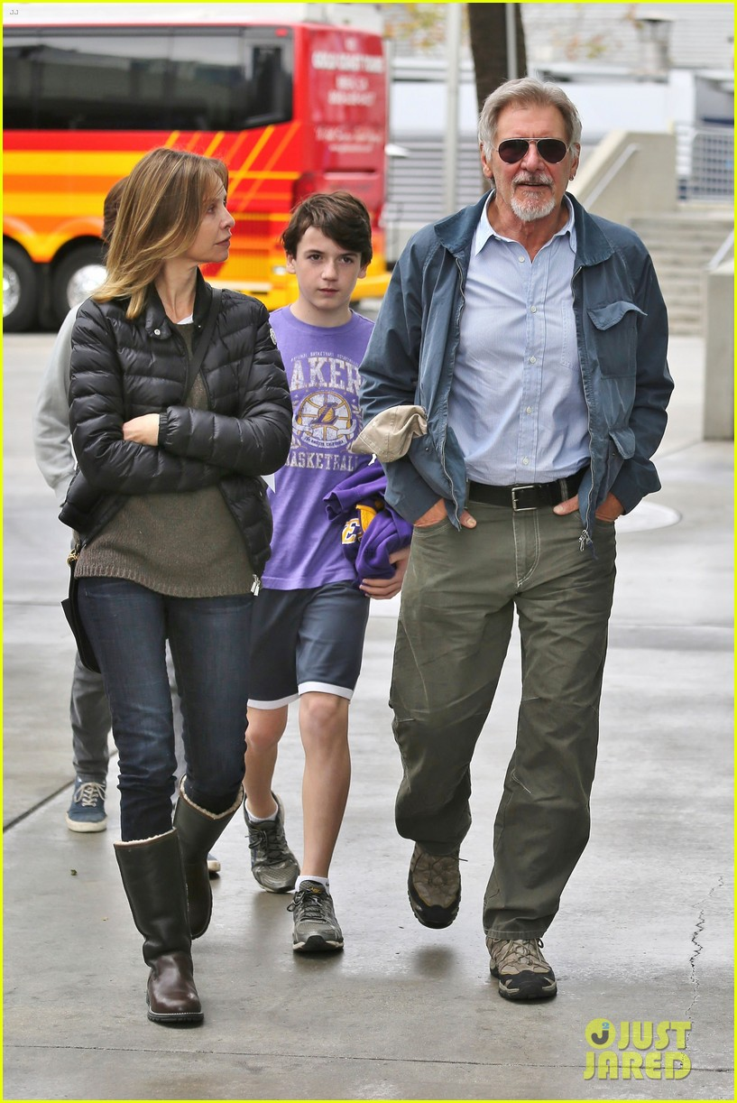 harrison ford calista flockhart lakers game with son liam 023050698