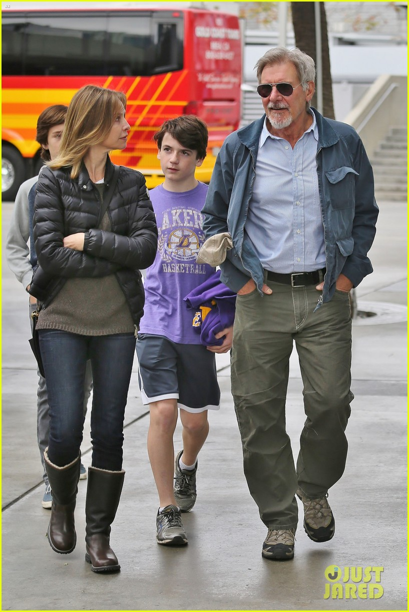 harrison ford calista flockhart lakers game with son liam 05