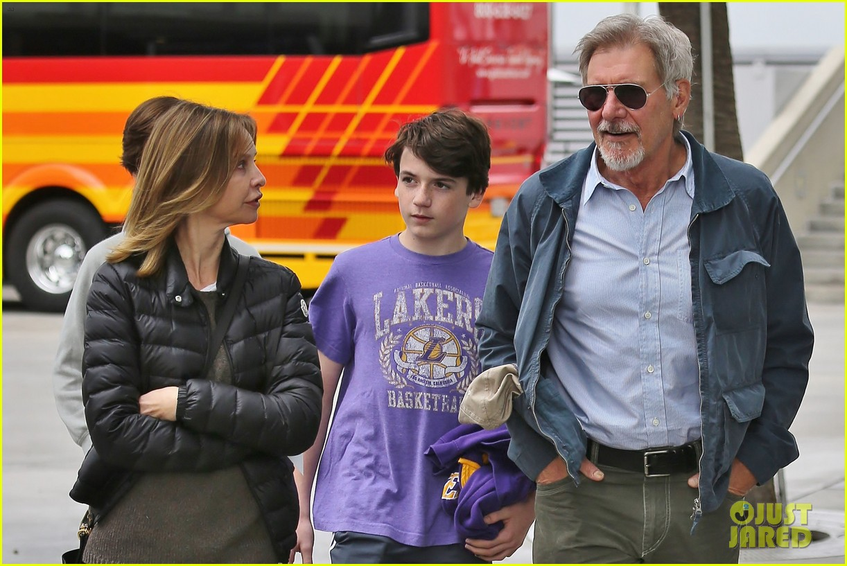 harrison ford calista flockhart lakers game with son liam 083050704
