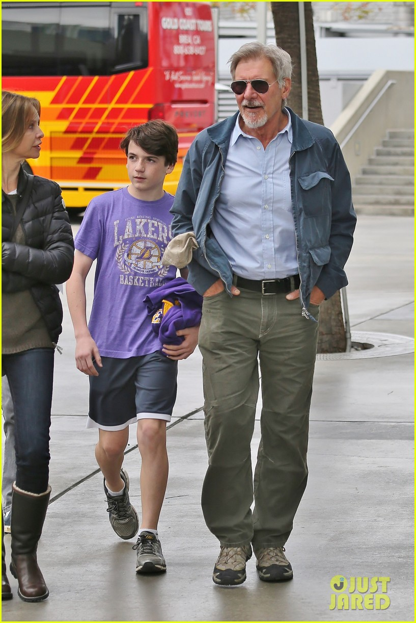 harrison ford calista flockhart lakers game with son liam 113050707