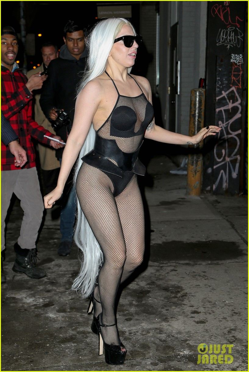 lady gaga wears almost nothing in freezing new york weather 013055332