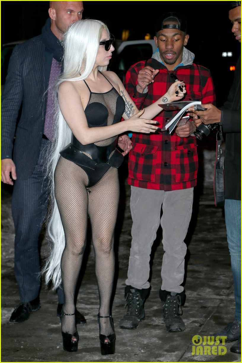 lady gaga wears almost nothing in freezing new york weather 033055334