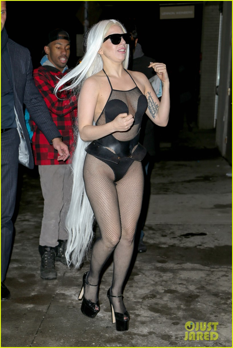 lady gaga wears almost nothing in freezing new york weather 083055339