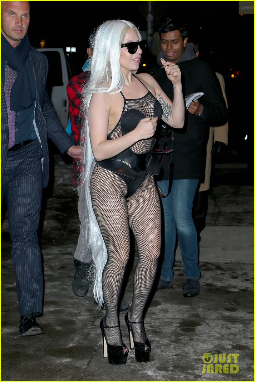 lady gaga wears almost nothing in freezing new york weather 093055340