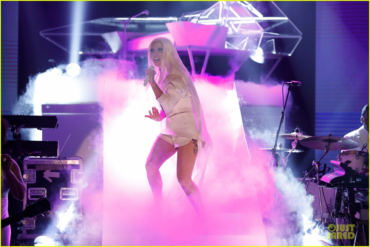 lady gaga fierce intense tonight show performance 013056010
