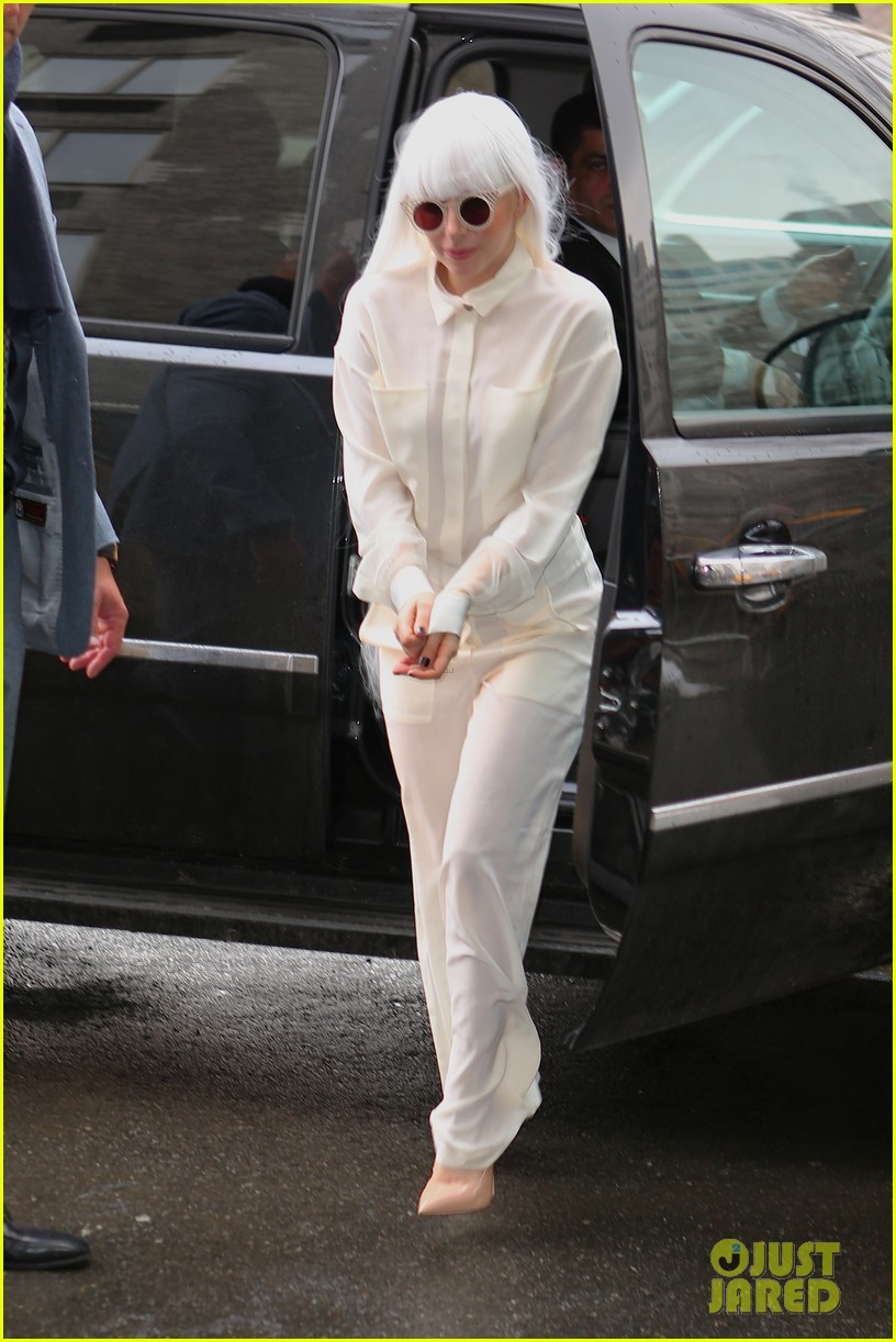 lady gaga so excited to perform on tonight show this evening 033055717