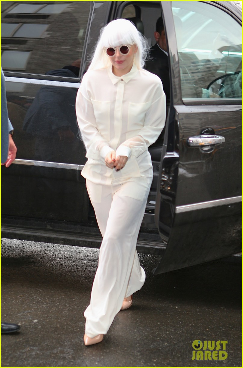 lady gaga so excited to perform on tonight show this evening 043055718