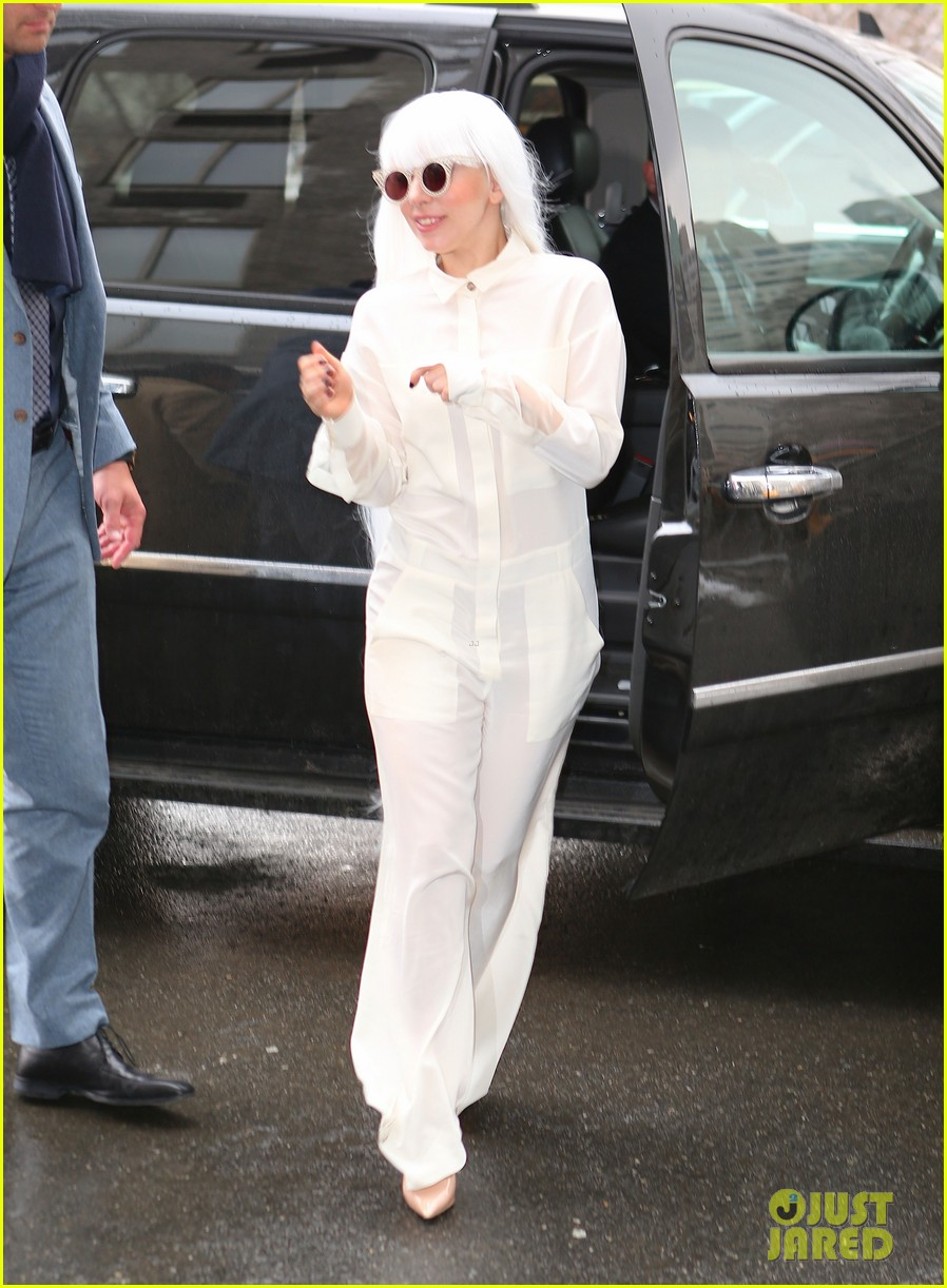 lady gaga so excited to perform on tonight show this evening 083055722