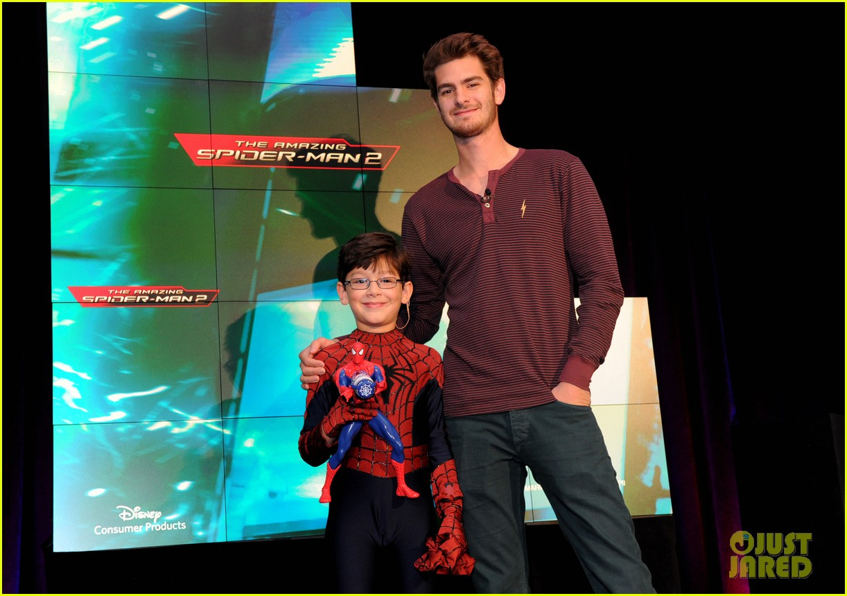 andrew garfield freddie prinze jr unveil new disney toys 013056392