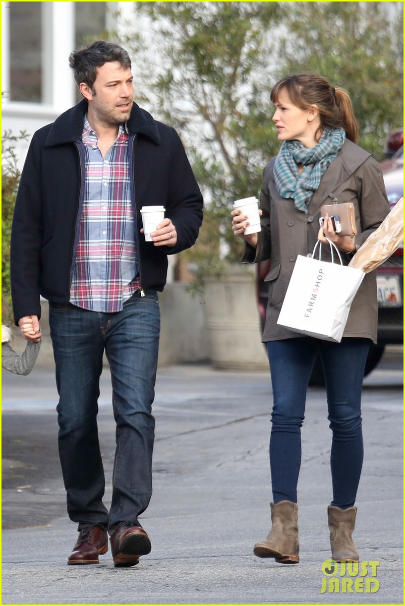 jennifer garner ben affleck will spend the summer in detroit 033048754