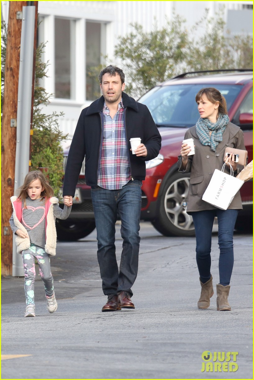 jennifer garner ben affleck will spend the summer in detroit 073048758
