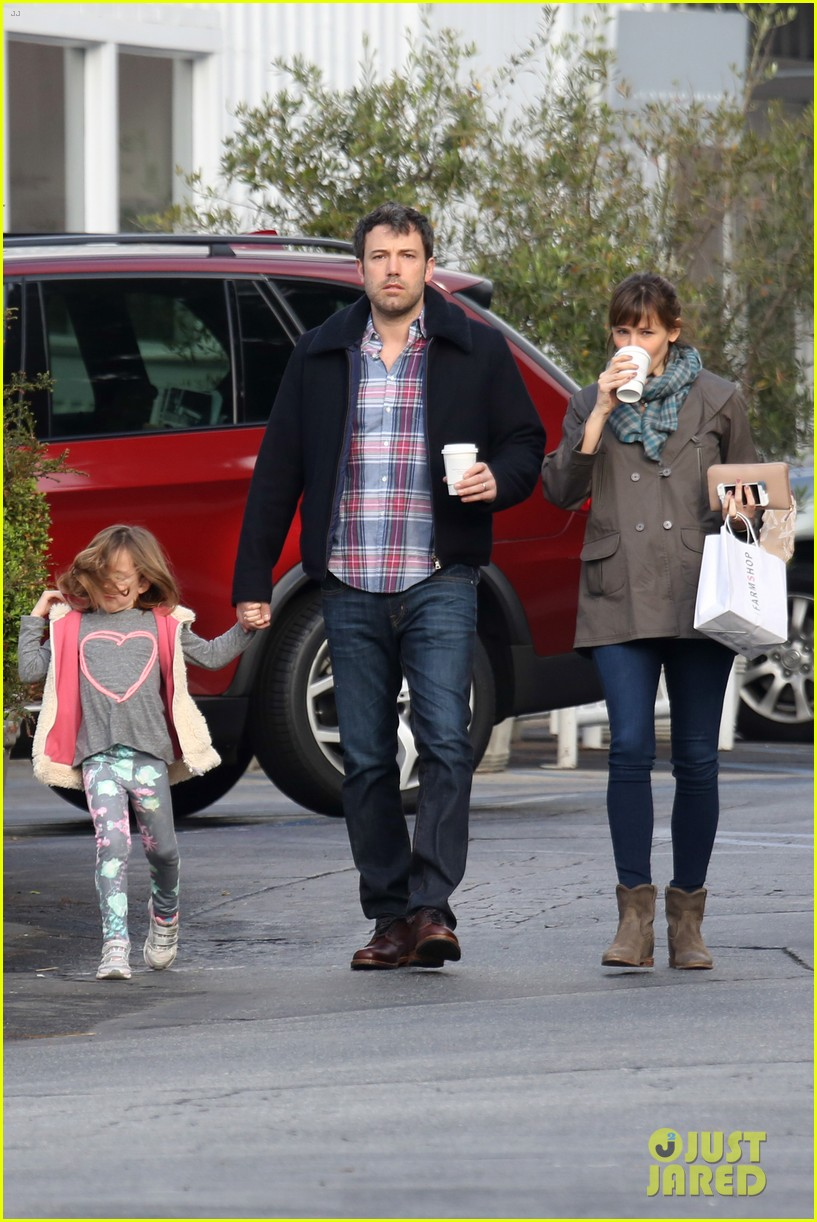 jennifer garner ben affleck will spend the summer in detroit 163048767