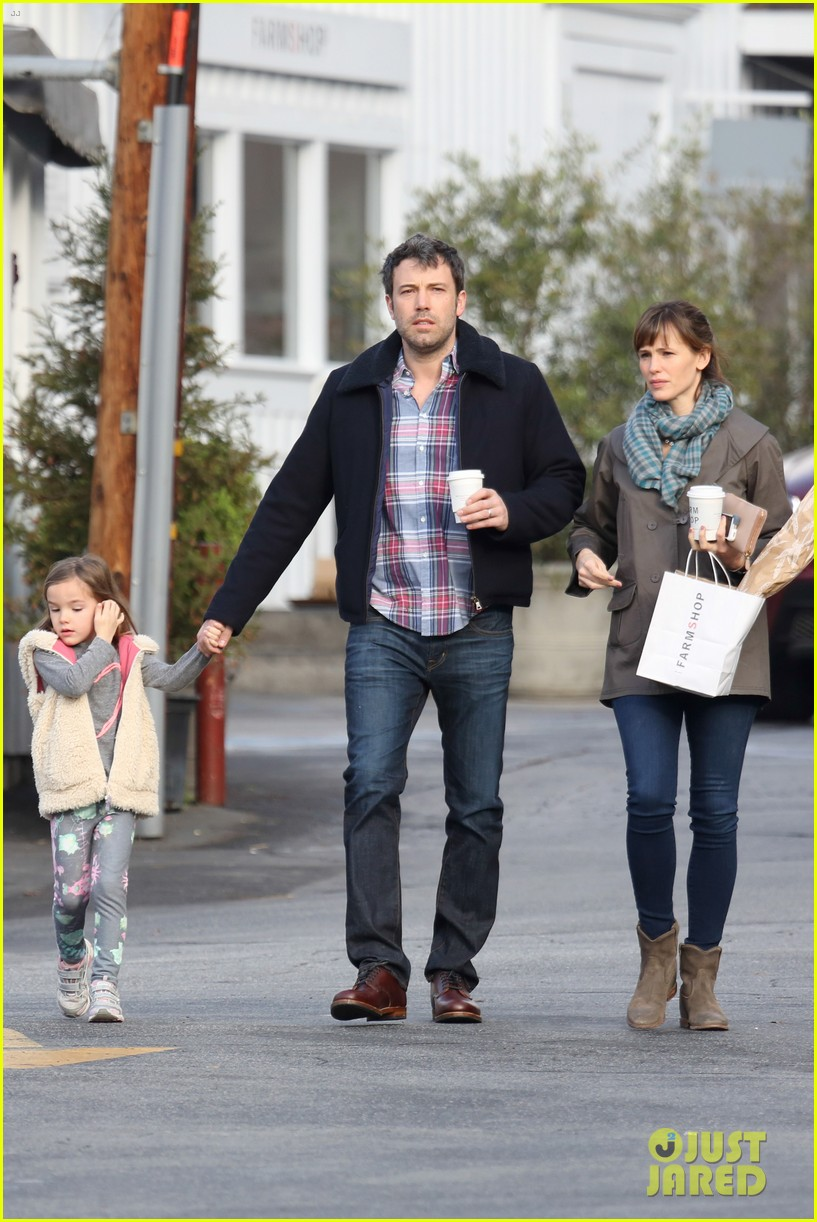 jennifer garner ben affleck will spend the summer in detroit 203048771