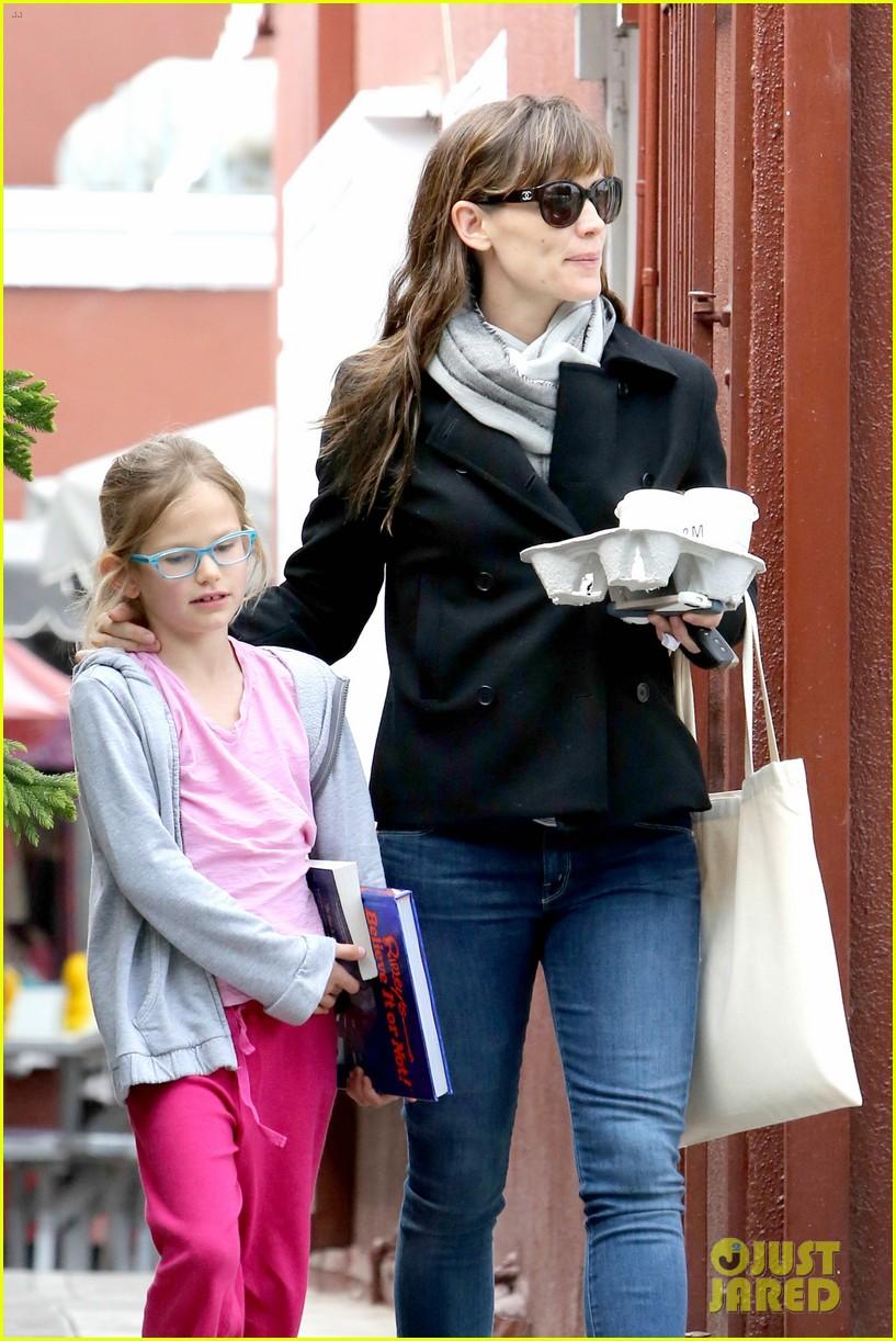 jennifer garner runs errands around town with the kids 113057771