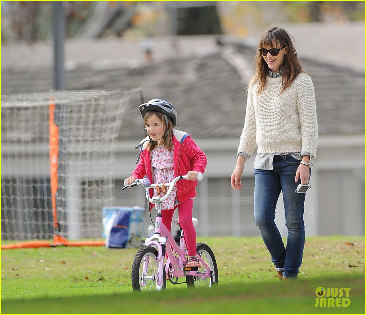 jennifer garner ben affleck put family first spend weekend with their kids 023050396