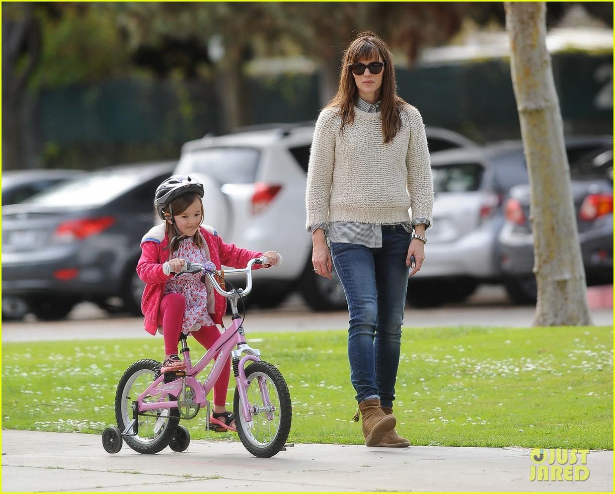 jennifer garner ben affleck put family first spend weekend with their kids 043050398