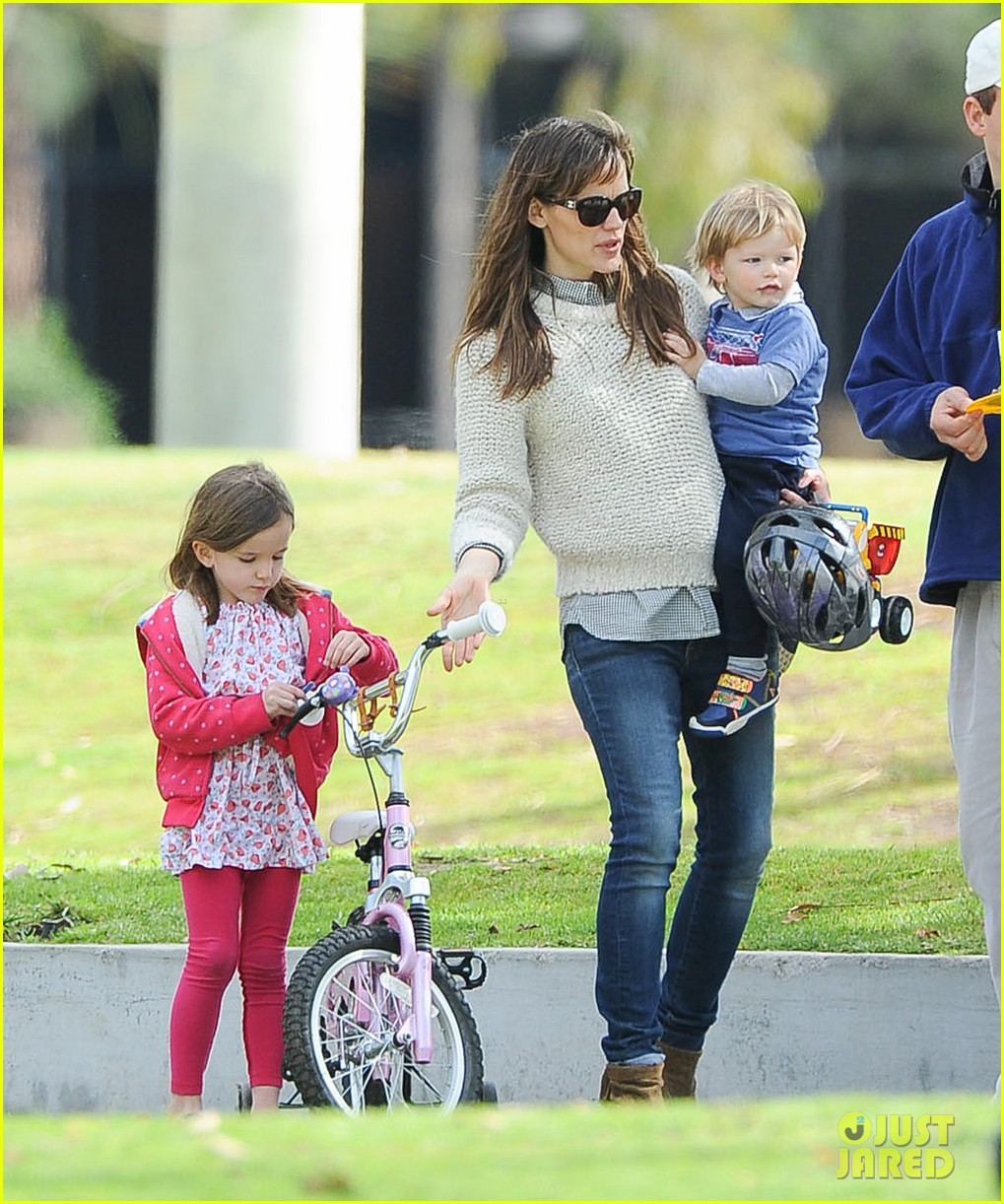 jennifer garner ben affleck put family first spend weekend with their kids 053050399