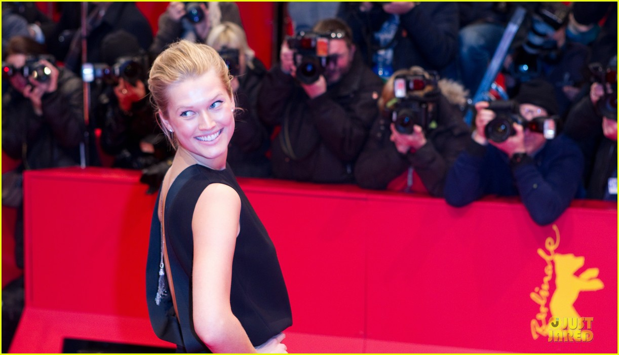toni garrn bares back at monuments men berlinale premiere 113049793