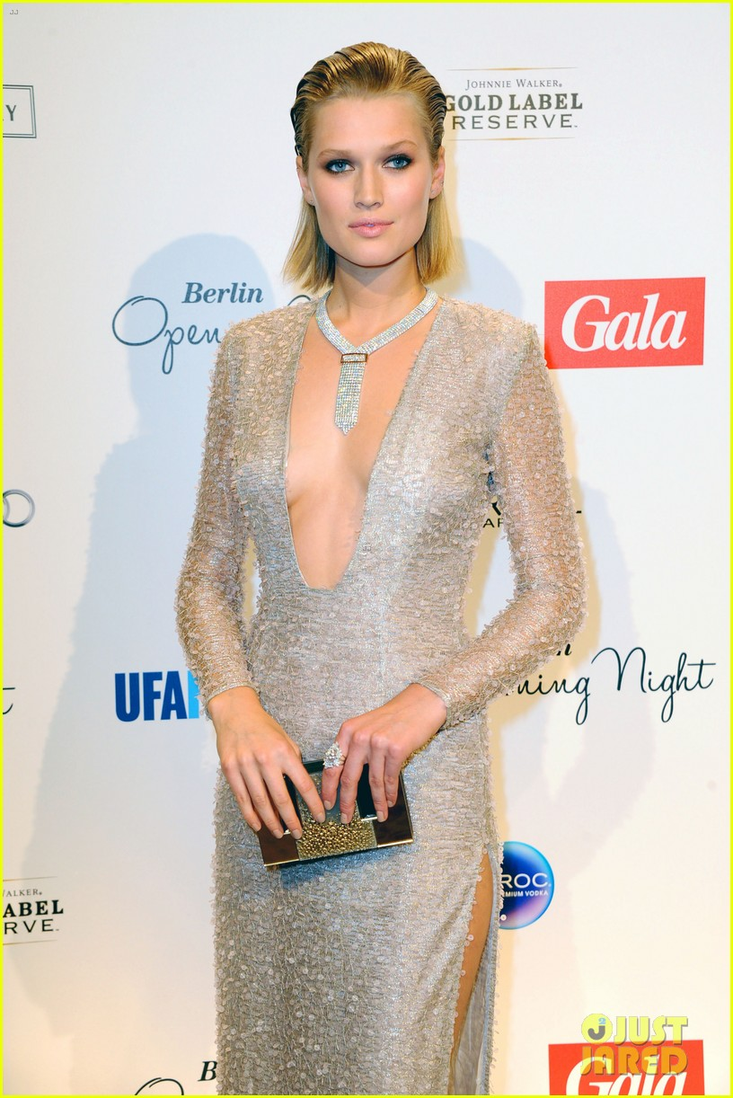 Cleavage Toni Garrn nude photos 2019