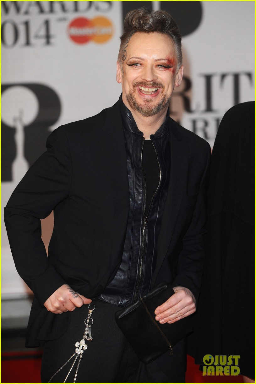 boy george attends brit awards with bruised bloodied eye 063056387