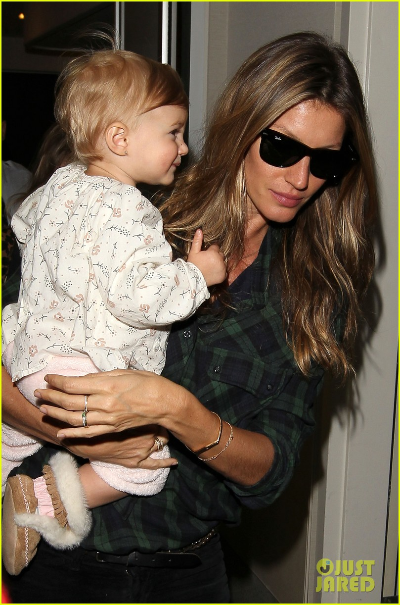 gisele bundchens daughter vivian is so adorable 023050453