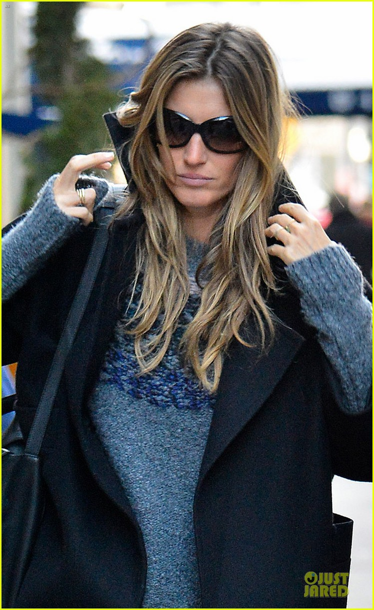 gisele bundchen grabs nyc lunch tom brady golfs at pebble beach pro am 063050967
