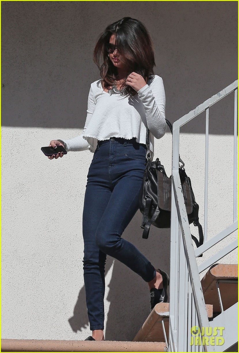 selena gomez is all smiles after leaving casting call 01